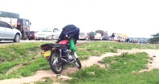 Motorists were stranded for hours on end as  irate sand harvesters blocked Kajiado-Athi River highway on March 29  over action taken by county government to ban sand harvesting indefinitely.